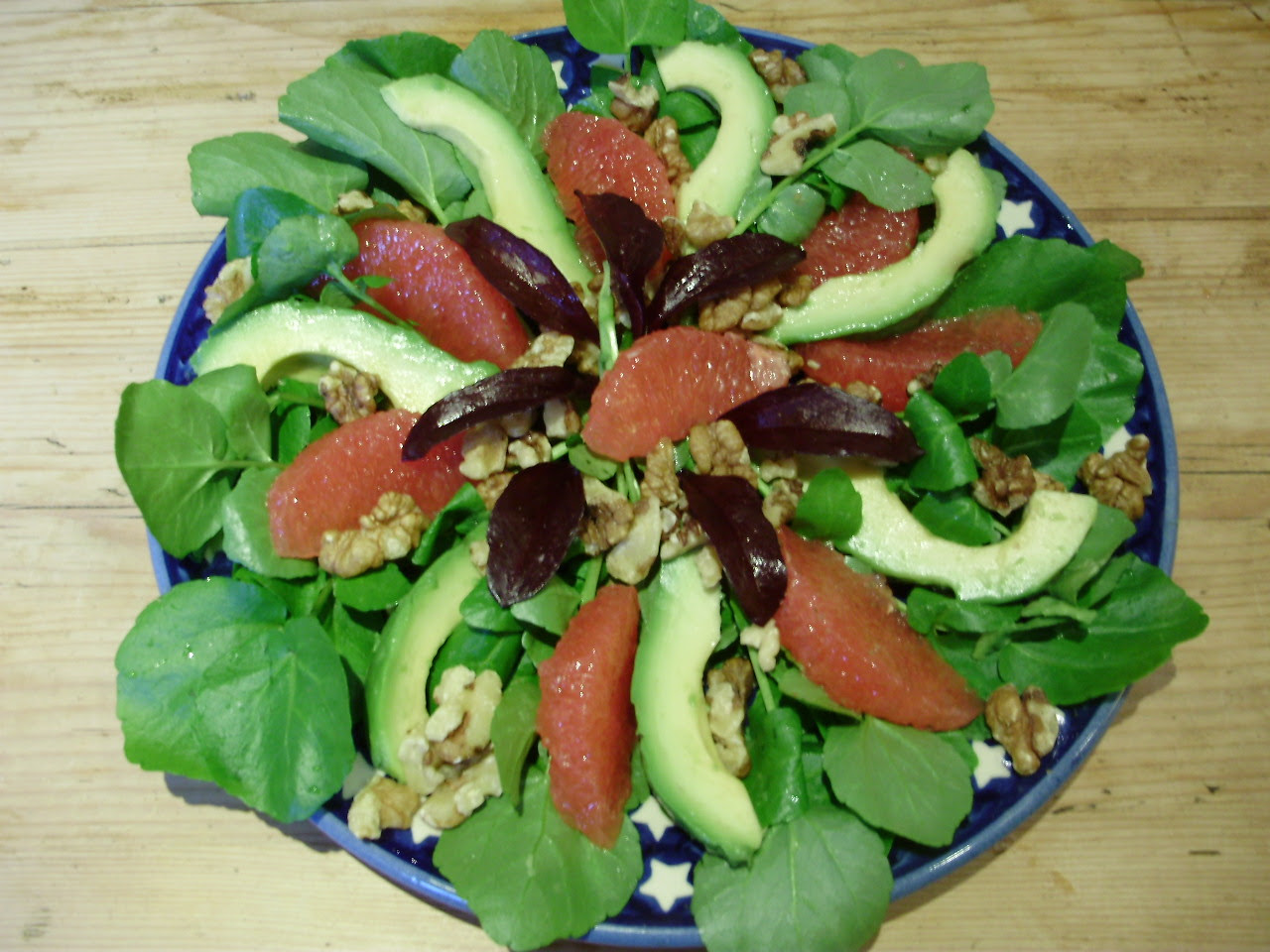 Watercress, avocado & pink grapefruit salad with walnuts - a healthy ...